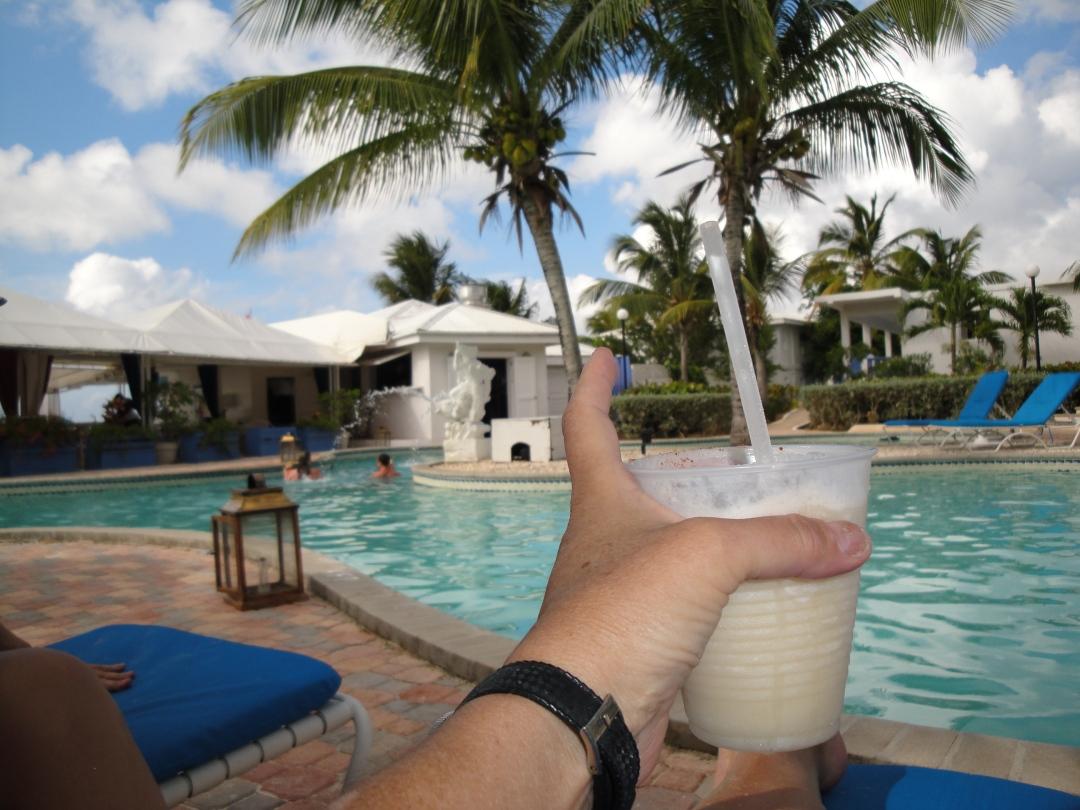 Ku resort poolside