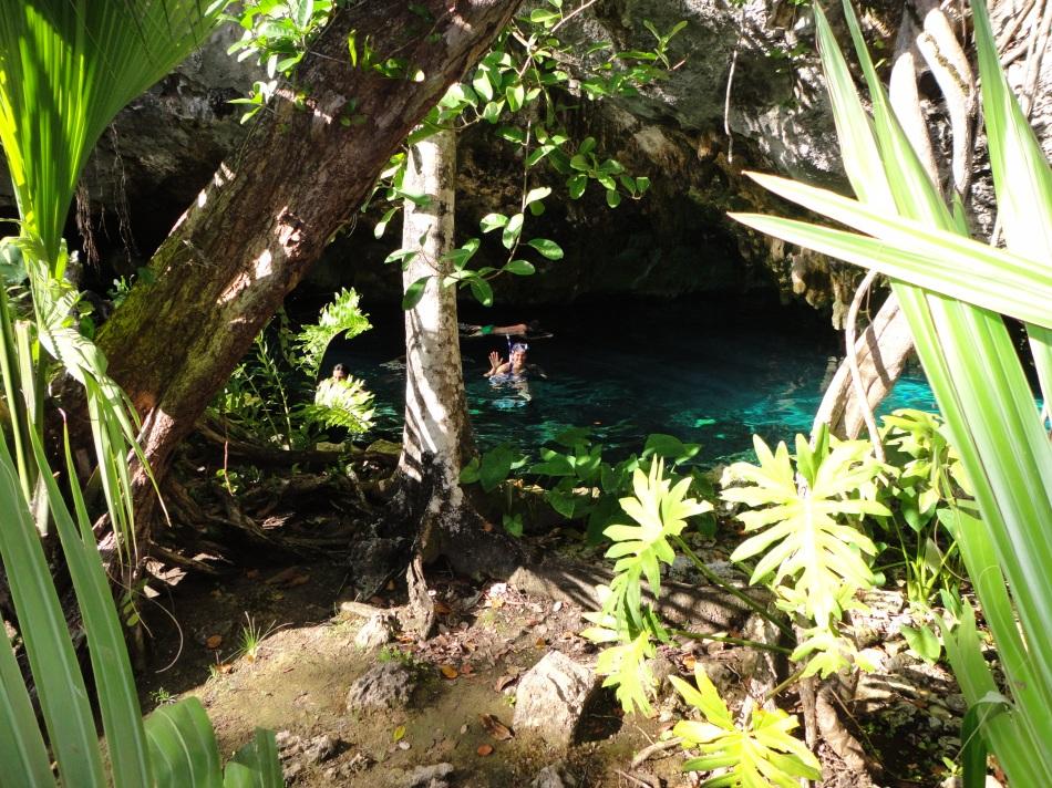 Robin snorkels Gran Cenote, Tulum, MX
