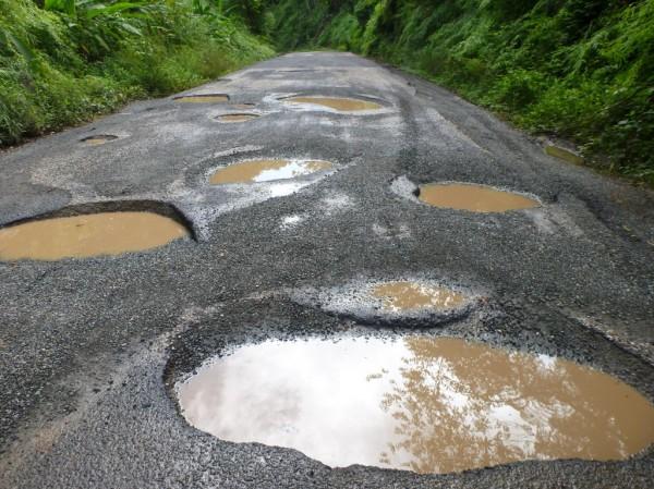 potholed roads cr